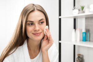 Lee más sobre el artículo 5 desmaquillantes naturales para mejorar el cuidado de tu piel