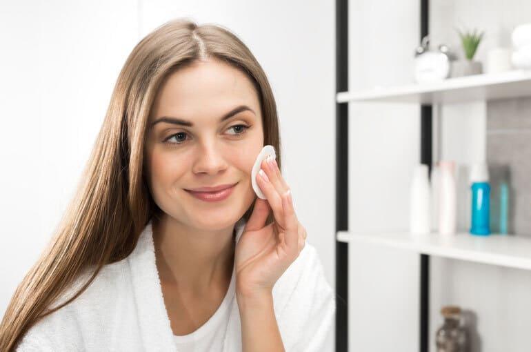 En este momento estás viendo 5 desmaquillantes naturales para mejorar el cuidado de tu piel