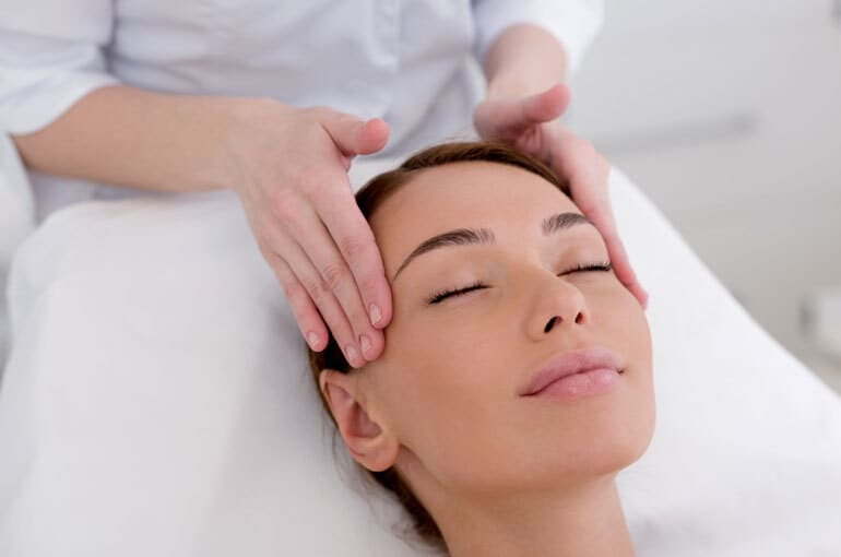 En este momento estás viendo 7 masajes para aliviar el dolor de cabeza