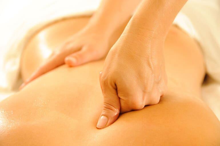 En este momento estás viendo ¿Cómo hacer masajes de espalda? | 6 tips para hacerlo en casa