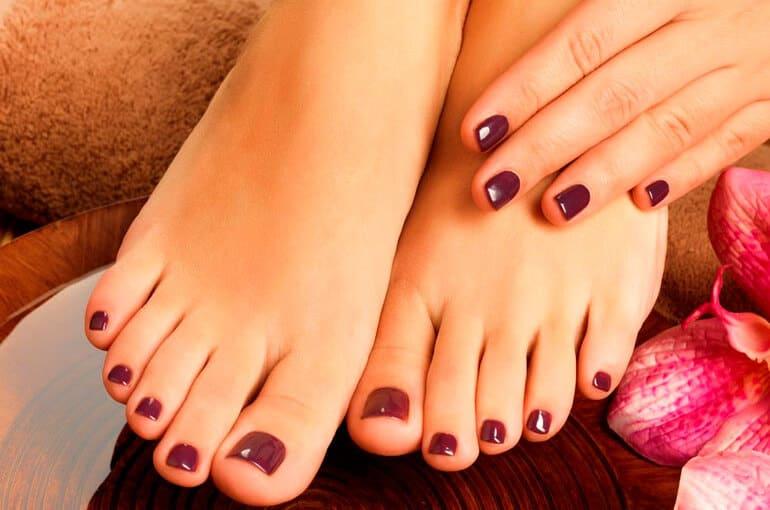 En este momento estás viendo ¿Cómo cuidar las uñas de los pies en verano?